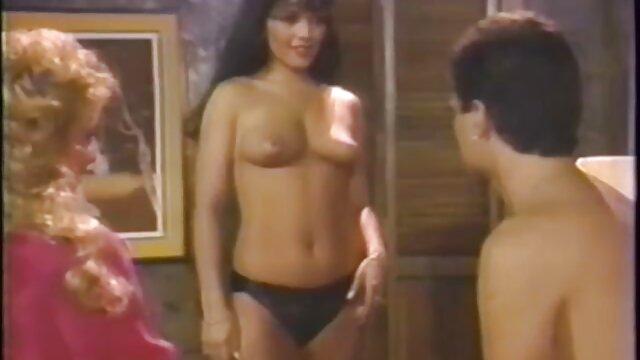 Flaco sexy asiático travesti xxx madre folla a su hijo folla colega en el trabajo