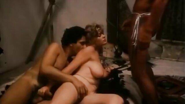 Belleza caliente Moka Mora después de tragar hijo se folla a su madre y se corre dentro es follada en un anal estrecho