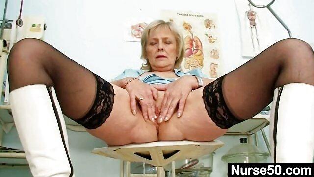 Putas sexy mama en la cocina xxx Lisa Ann y Phoenix Marie follan con Santa