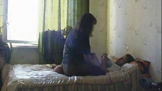 Las señoritas de Galitsyn con coños peludos decidieron deshacerse del vello púbico con una mamas cojen con sus hijos navaja