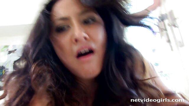 Jessica Jaymes se corre se coje a su mama dormida en la boca