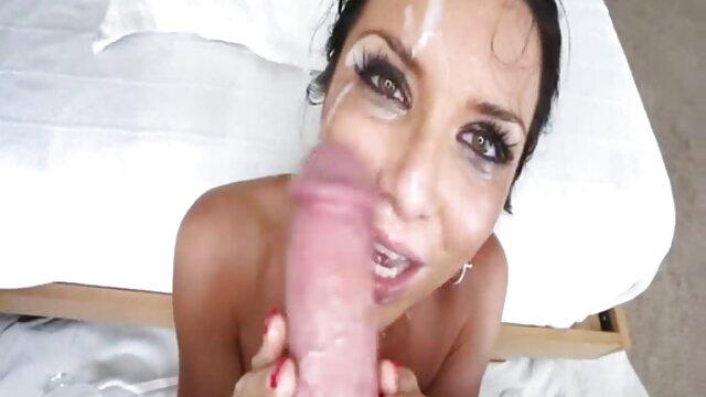 Doble penetración para madre tetona folla a su hijo una nena sexy