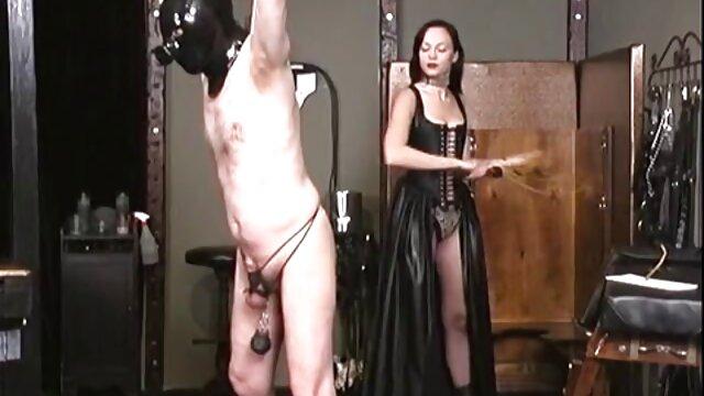 Dos bellezas sexy despertaron al se coje a su mama jefe y folladas en anal