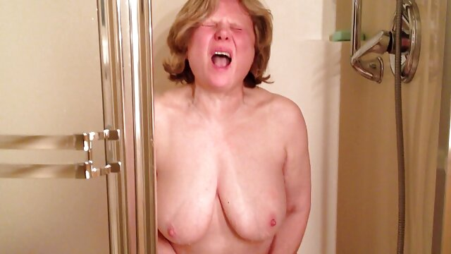 Jugoso, sexy negritosochka, tentado obstinado domogany agresivo extraño a acordar permite chuvachkov lamer entre xxx tetonas mamas sus piernas, y luego revuelto, empujarlo en todas sus ranuras