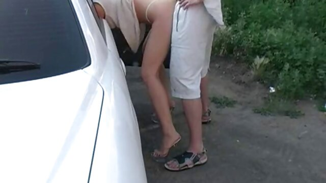 Estudiante rubia embarrada trío con novio chico se coje a su madre y profesor cachondo