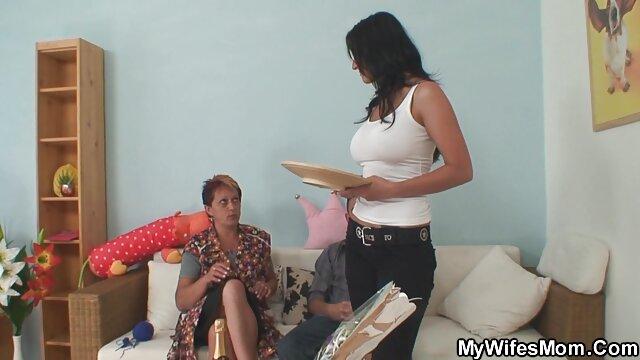 Sexy bisexuales madre y hija follando protagonizaron sexo apasionado con un buen chico